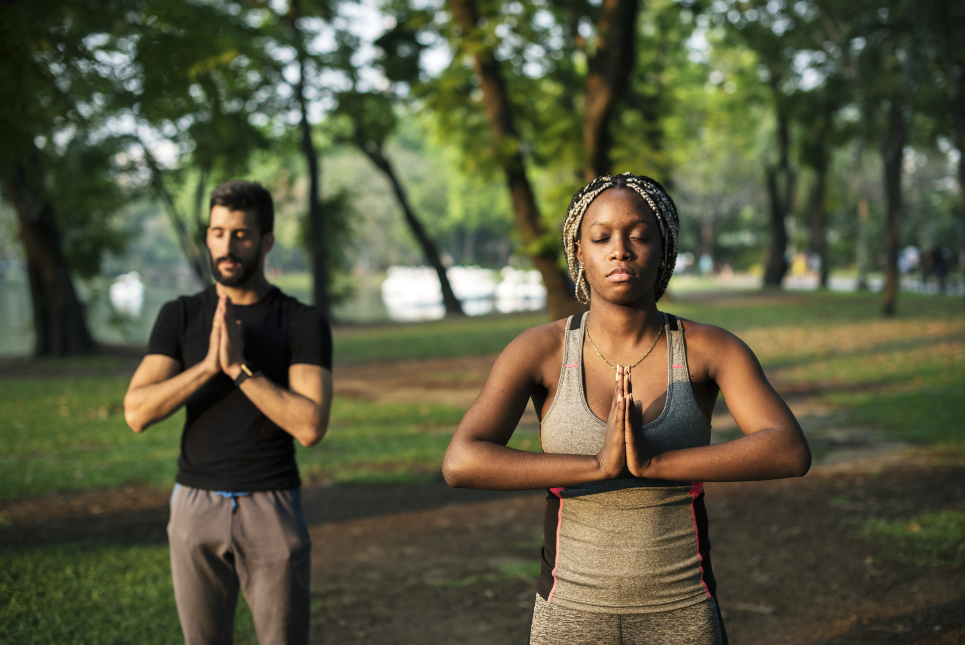 people-yoga-in-a-park-PV8BDSK
